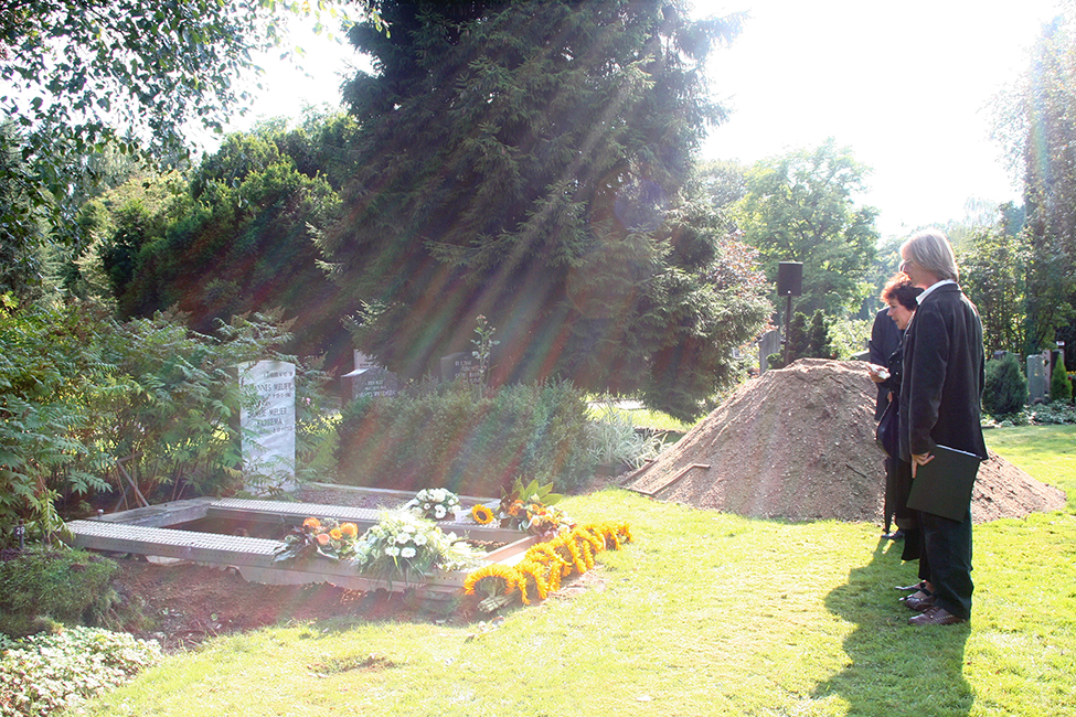 Jikke Uitvaartfotografie zonnestralen in graf