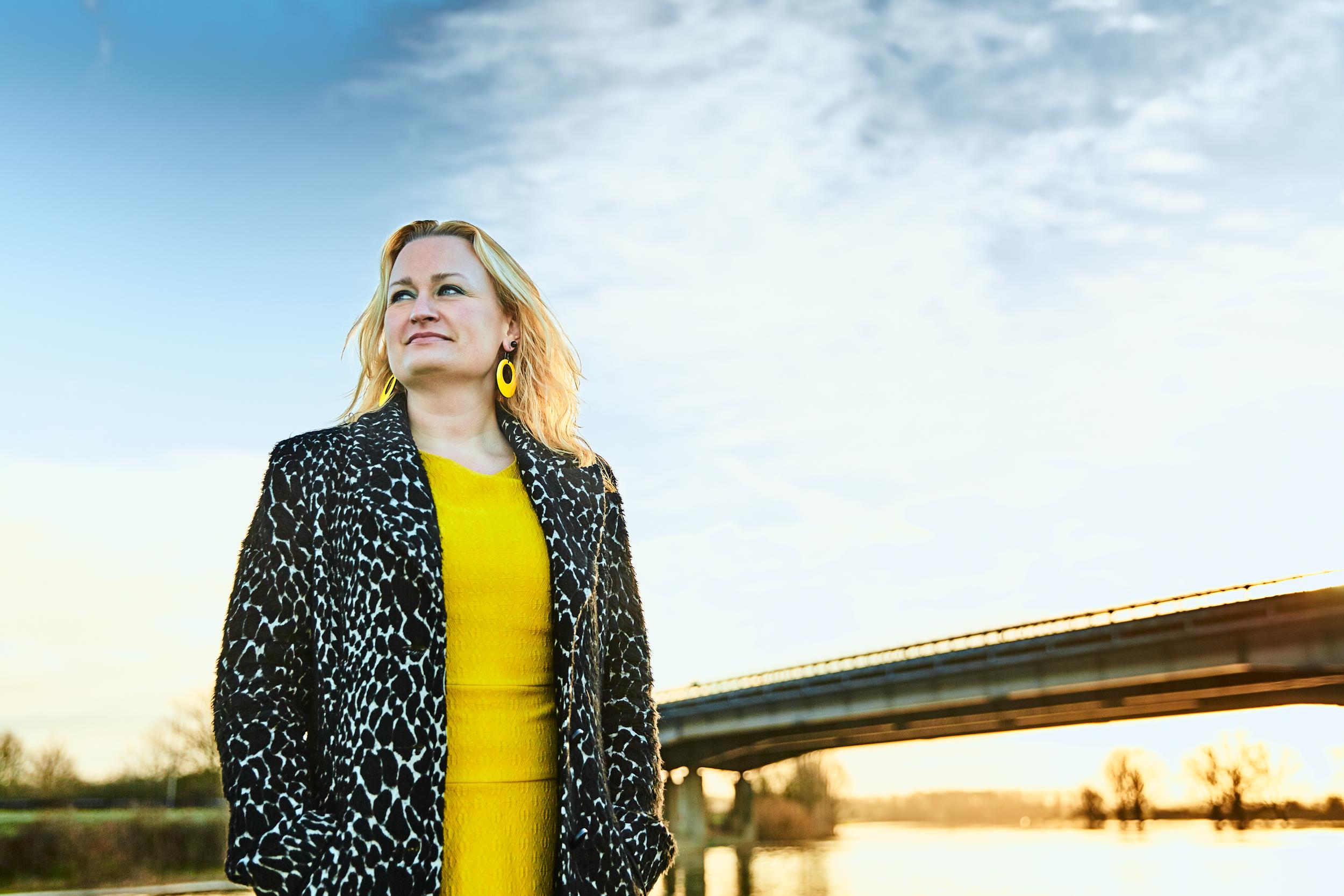 Jikke Göbel - van Tongeren portret lijn brug IJssel De Steeg